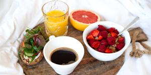 кофе и фрукты